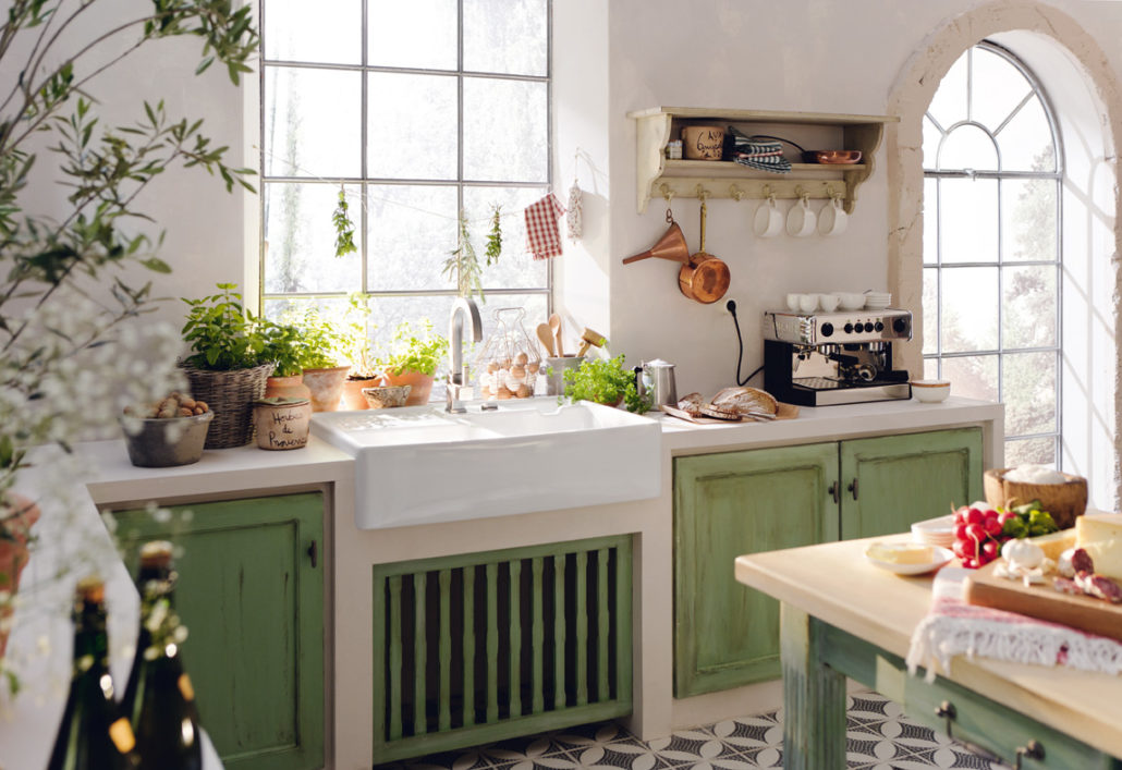 Typische Toskansiche Gemauerte Küche. Wunderschöne Klassische Toskanische  Küchenzeile Mit Spülbecken
